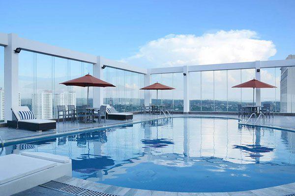 Hồ bơi nhà hàng