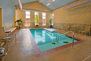 Xây bể bơi trong nhà cho bé